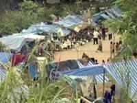 Des tentes de fortune abritent des réfugiés hmong dans la province de Phetchabun, en Thaïlande. (JPEG)